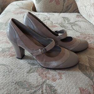 Aerosoles ladies heels size 9
